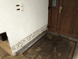 Plastové vchodové dveře VEKRA zadržely velkou vodu